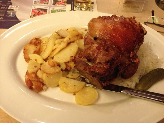 Gaffel am Dom: Stinco con patate e crauti (18,5€ nel 2014)