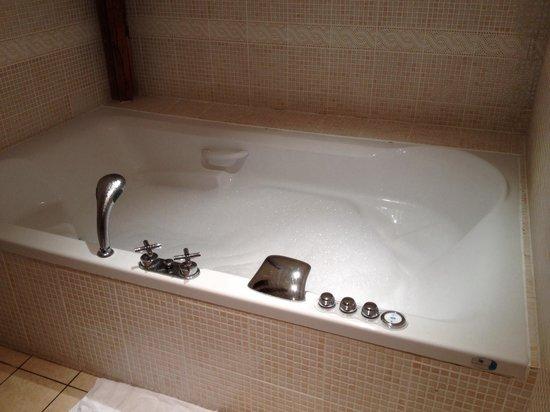 Jacuzzi dans la chambre familial photo de best western hotel ile de france ch teau thierry - Hotel jacuzzi dans la chambre ile de france ...