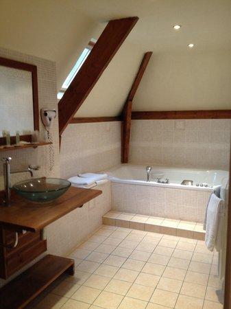 Best Western Hotel Ile De France : Sdb de la chambre familial