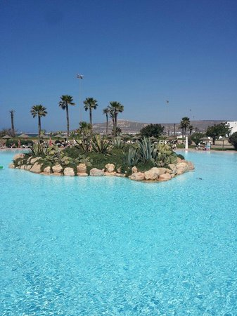 ClubHotel Riu Tikida Dunas: Poolside in the morning