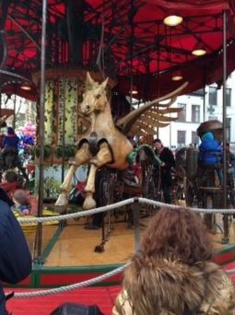 Grote Markt van Antwerpen: carousel brussels