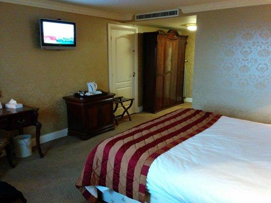 Citywest Hotel : room