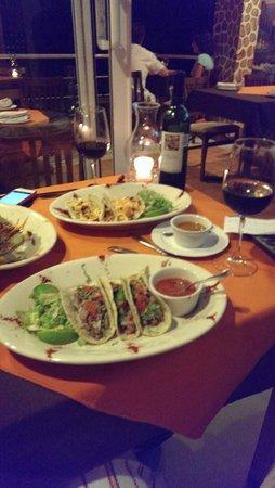 Layla's Restaurante: Best fish tacos ever!