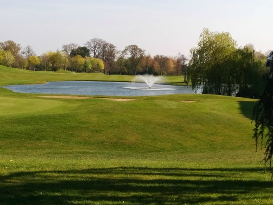 Citywest Hotel : golf course