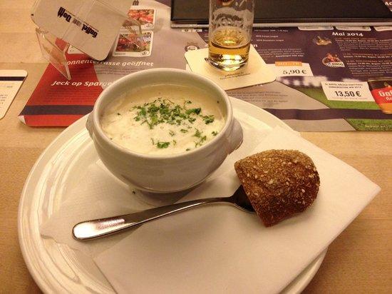 Gaffel am Dom: Zuppa di asparagi