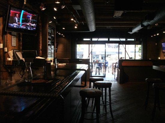Yaletown Brewing Company: Looking out from the bar