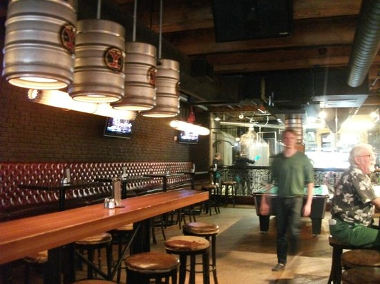 Yaletown Brewing Company: Bar area