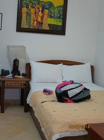 Bich Duyen Hotel: Room 402