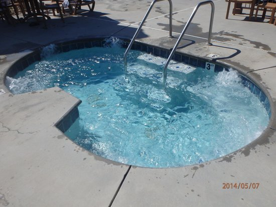 Comfort Inn & Suites at Dollywood Lane: outdoor hot tub