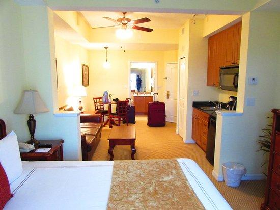 The Point Hotel & Suites: habitacion