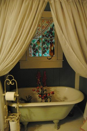 The Vintage Garden Tea House: My favorite bathroom