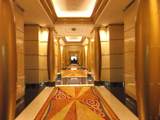 Burj Al Arab Jumeirah : looking towards the elevators