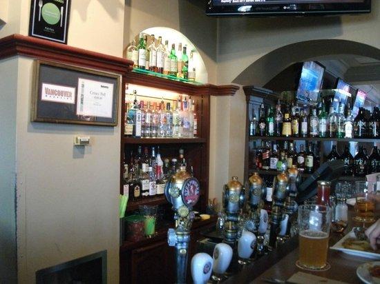 Steamworks Brewing Company : Bar area