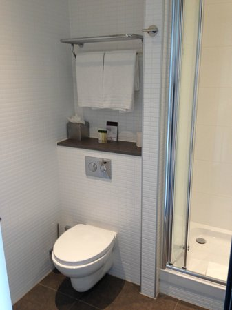 DoubleTree by Hilton Hotel Amsterdam Centraal Station: Bagno