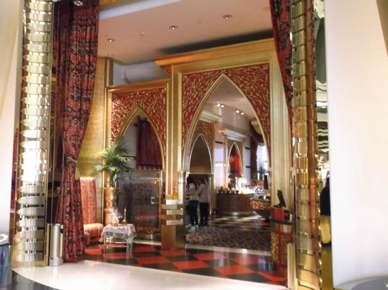 Burj Al Arab Jumeirah : entrance to Middle Eastern restaurant
