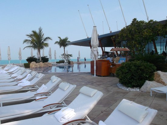 Burj Al Arab Jumeirah : pool and sunbathing area