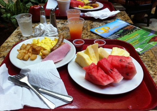 Embassy Suites by Hilton San Juan Hotel & Casino : The complimentary breakfast is bountiful