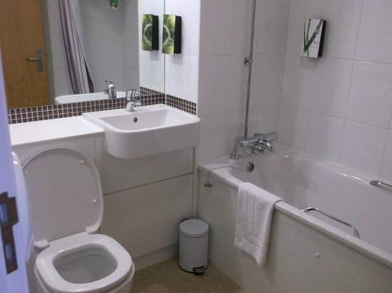 Bathroom picture of premier inn london heathrow airport terminal 5 hotel west drayton Premiere bathroom design reviews