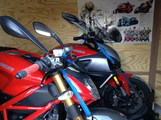 Holiday Inn Express Texarkana: The bikes were safe