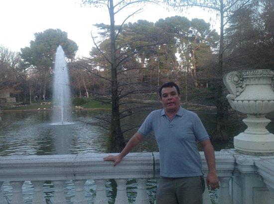 Palacio De Cristal: chafariz em frente ao Palácio de Cristal