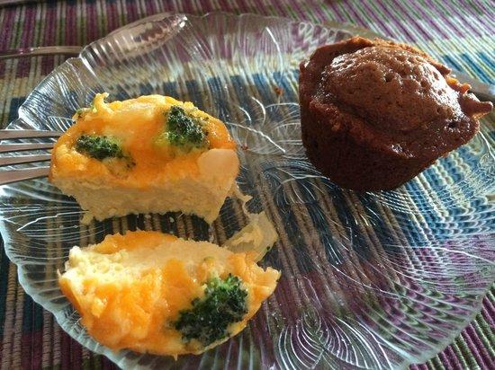 Inn at Cocoa Beach: Breakfast quiche & muffin