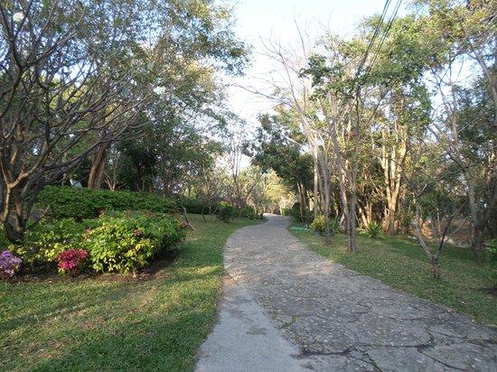 Khao Hin Lek Fai: landscaped park at Hin Lek Fai