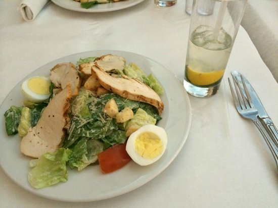 Ocean One Bar & Grille : Salad with Lemon water
