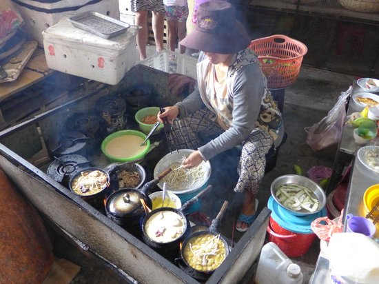 The Last Great Taste of Hoi An: Pancakes in the market