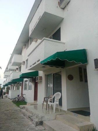 Hotel Dos Playas Beach House: Habitaciones desde afuera