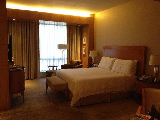 Four Seasons Hotel Mumbai: Huge room