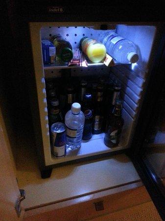 Amora Hotel Jamison Sydney: Bar fridge with ALOT of beer bottles