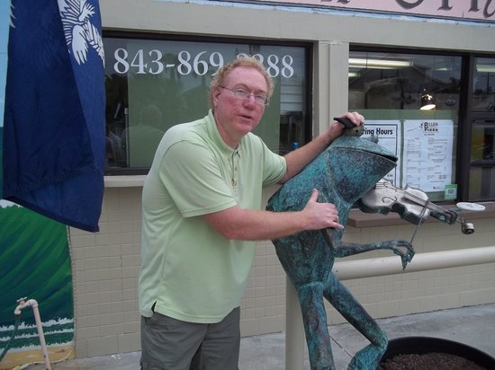 Billow Street Pizza: Hanging with the Billow Street Frog