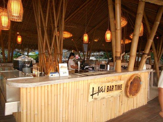 Hai Tide Beach Resort: the bar