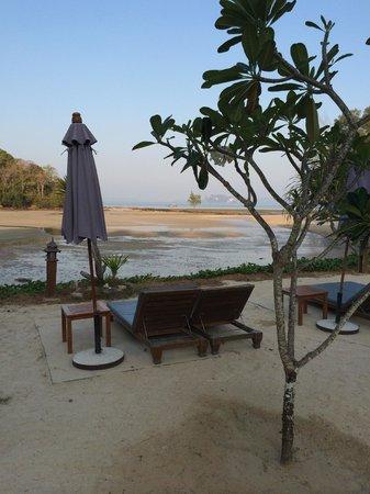 Nakamanda Resort & Spa : 目の前のビーチは時間により干上がります