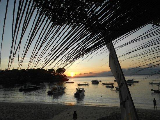 Hai Tide Beach Resort: sunset view