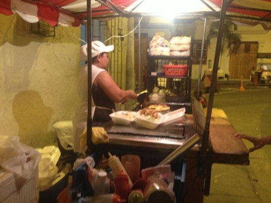 Iglesia de la Trinidad : Food cart in the plaza.