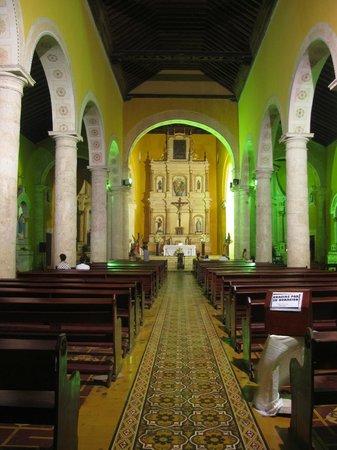 Iglesia de la Trinidad : Interior of the church.