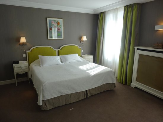 Hôtel Le Littré : Hotel room