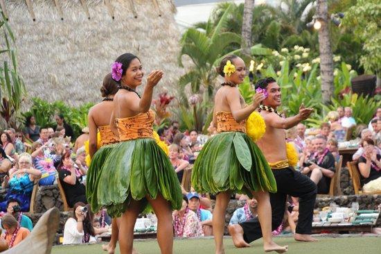 Old Lahaina Luau: Lovely hula dancers