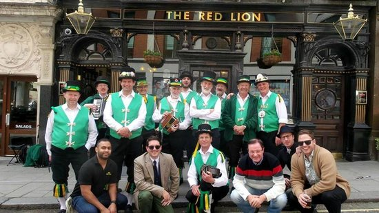 Red Lion: Exeter Morris Men plus manager and other customers
