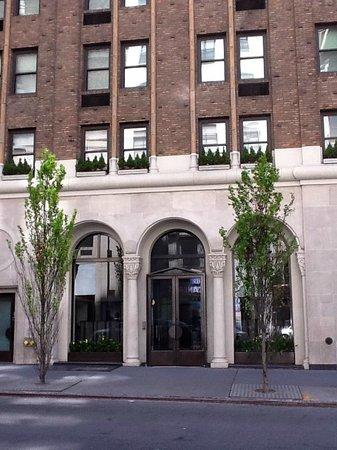 Morgans New York Hotel: Discreet front entrance of Morgans Hotel, NYC