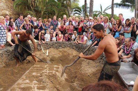 Old Lahaina Luau: Crowding around the imu