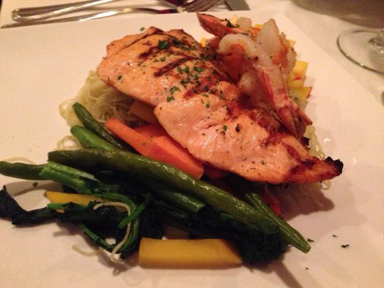 Al Dente Ristorante Italiano: Salmon and Tiger Shrimp Pasta
