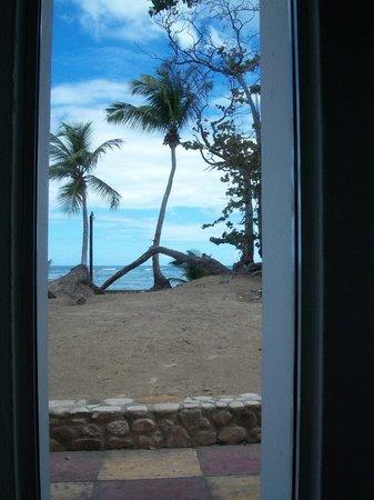 Grand Paradise Playa Dorada: Ocean view suite looking onto beach
