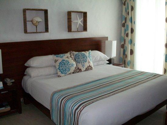 Grand Paradise Playa Dorada: Ocean view suite bedroom
