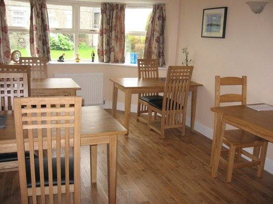 Ladywell House Bed & Breakfast: Enjoy breakfast in our comfortable dining room.