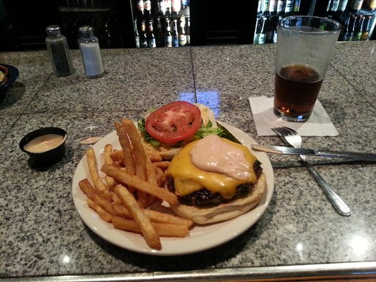 Bubba's : Cheese burger with Bubba sauce