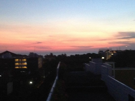 The Akmani Legian: Sunset view of Kuta beach from rooftop bar