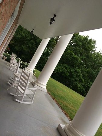 Christopher Place Resort: Veranda