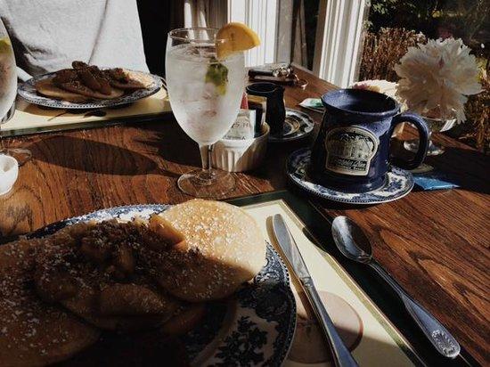 Christopher Place Resort: Breakfast